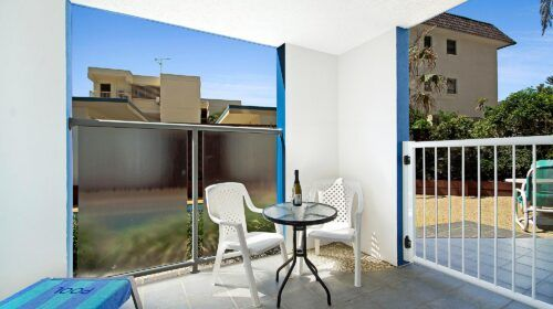 cotton-tree-holiday-apartments-pool-side1