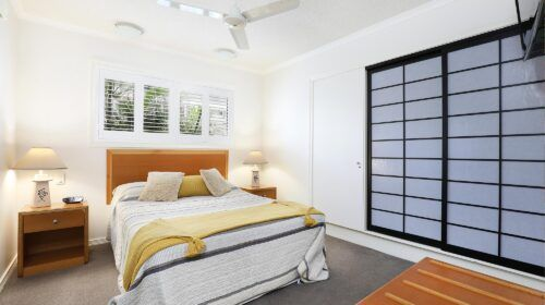 cotton-tree-holiday-apartments-pool-side2