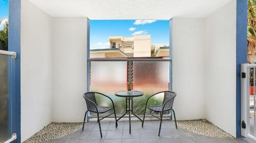 cotton-tree-holiday-apartments-pool-side3