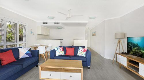 cotton-tree-holiday-apartments-pool-side4