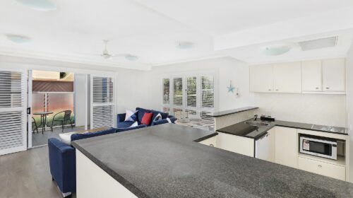 cotton-tree-holiday-apartments-pool-side7